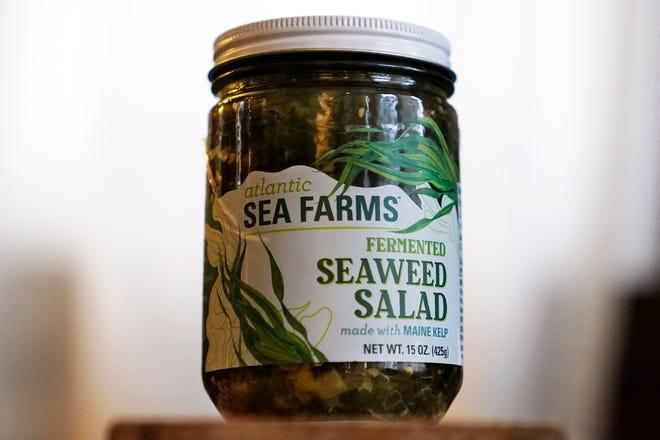 Sebotol salad rumput laut Atlantic Sea Farms terlihat Kamis, 10 Desember 2020, di Freeport, Maine.