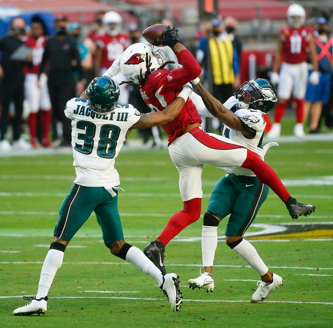 Cardinals' DeAndre Hopkins (10) comes away with a catch against Eagles' Michael Jacquet (38) during the first half at State Farm Stadium in Glendale, Ariz. on Dec. 20, 2020.