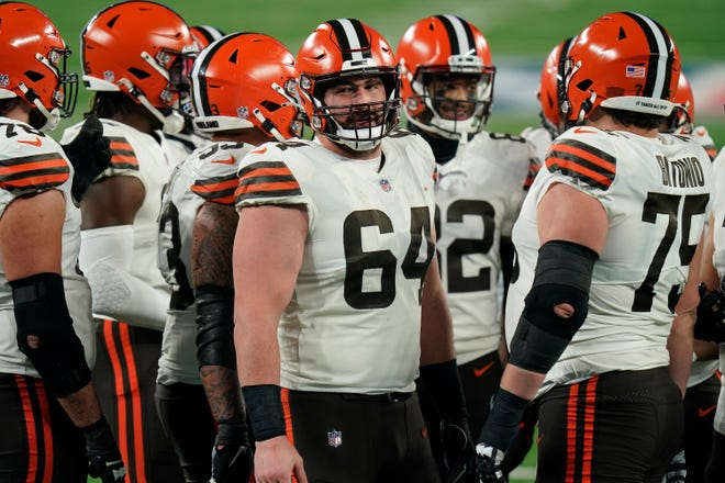 Browns center JC Tretter (64) talks to teammates during the first half of a game against the New York Giants Sunday, Dec. 20, 2020, in East Rutherford, N.J. [Seth Wenig/Associated Press]