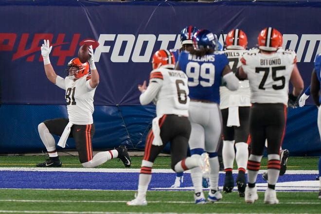 Browns tight end Austin Hooper (81) celebrates after scoring a touchdown during the first half against the New York Giants, Sunday, Dec. 20, 2020, in East Rutherford, N.J. (AP Photo/Corey Sipkin)