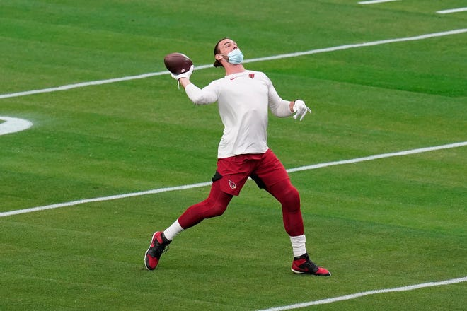 Arizona Cardinals tight end Dan Arnold, one of three locals starting in the NFL this season, warms up before Arizona's game against the Philadelphia Eagles on Dec. 20 in Glendale, Ariz.