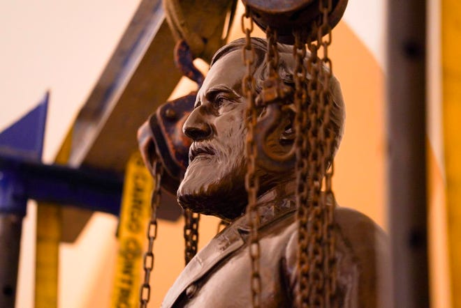 Patung Jenderal Konfederasi Robert E. Lee sedang dipindahkan dari Koleksi National Statuary Hall di Washington.