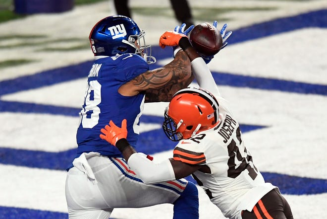 Browns safety Karl Joseph knocks the ball away from New York Giants tight end Evan Engram (88) during Sunday night's game. [Associated Press]