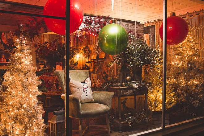 Smithville Florist, at 203 NW Loop 230, won the Best Business award in the Smithville Chamber of Commerce's Let it Glow holiday decoration contest.
