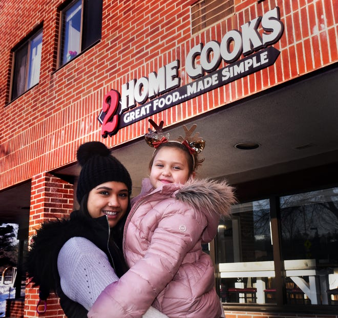 Arianna Gutierrez, a server at 2 Home Cooks in Dover, holding her 5-year-old daughter Ryleigh Tuesday, Dec. 22, 2020, is overwhelmed by the generosity of a $953 tip she received as a Christmas gesture.