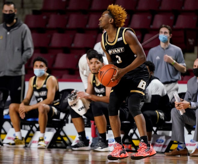 Michael Green III scored a career-high 33 points for Bryant at UMass on Monday.