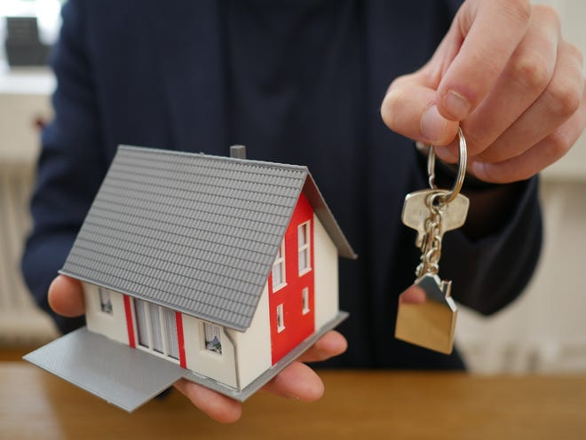 Florida Realtors Economist and NAR research found that homes nationally went under contract in a median of 21 days and 72 percent doing so within 30 days, with the Sunshine State closely following the same pattern.