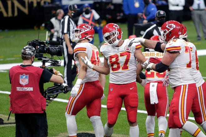 Kansas City Chiefs tight end Travis Kelce (87) celebrates his touchdown reception in the first half Sunday against the New Orleans Saints in New Orleans.
