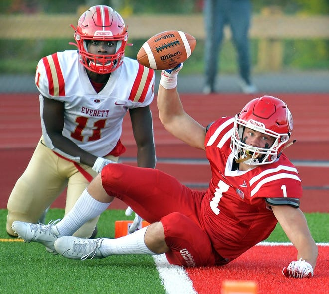 Everett and St. John's would be exciting teams under any high school football state tournament format.