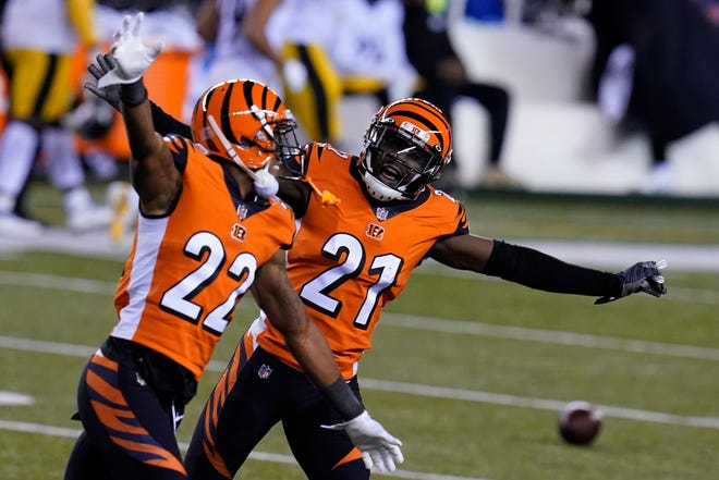 Cincinnati Bengals' Mackensie Alexander (21) and William Jackson (22) celebrate after Pittsburgh Steelers turned the ball over on downs during the second half of Monday's game.