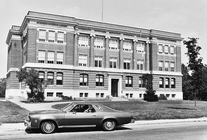 The vacant Carter Junior High School in Leominster in 1984. The building dates to the early 1900s.