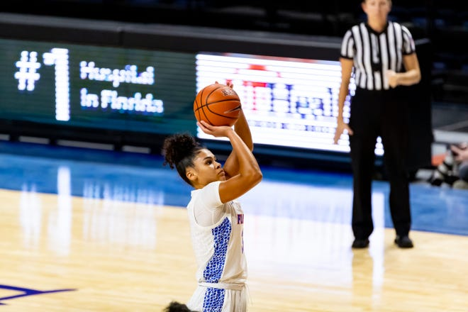 Florida guard Lavender Briggs poured in 15 points Monday.