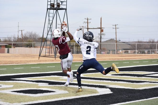 Red Oak receiver Raymond Gay Jr. (7) hauls in a third-quarter touchdown pass from quarterback Joshua Ervin during Friday's Class 5A Division I area-round playoff game in Big Spring. The Hawks routed El Paso Del Valle, 55-6.