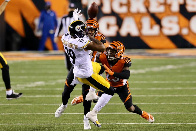 Bengals defensive back Vonn Bell forces a fumble on a first-quarter catch by Steelers receiver JuJu Smith-Schuster.