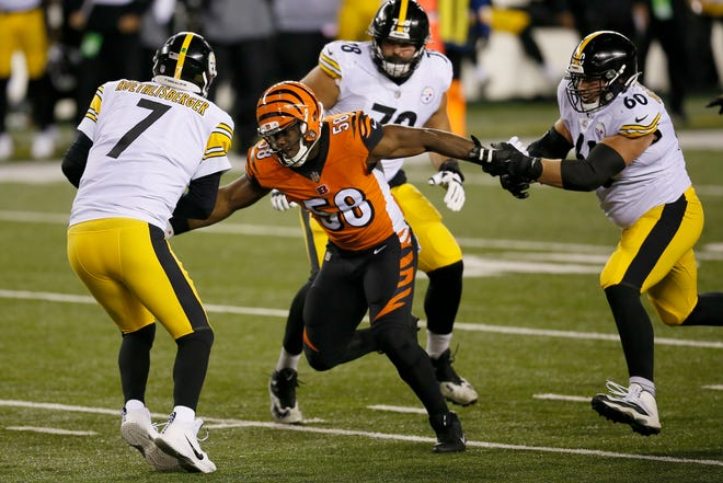 Cincinnati Bengals defensive end Carl Lawson (58) catches up to Pittsburgh Steelers quarterback Ben Roethlisberger (7) for a sack in the second quarter of the NFL 15 game between the Cincinnati Bengals and the Pittsburgh Steelers at Paul Brown Stadium in downtown Cincinnati on Monday, Dec. 21, 2020. The Bengals led 17-0 at halftime.