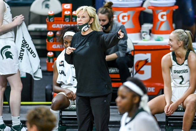 Michigan State's head coach Suzy Merchant calls out to players during the third quarter in the game against Oakland on Tuesday, Dec. 22, 2020, at the Breslin Center in East Lansing.