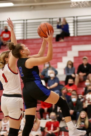 Gunter's Taylor Boddie drives to the basket during a win over Pottsboro in District 11-3A action.