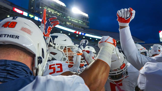 Illinois offensive lineman Kendrick Green (53) huddles with his team before a game this season.