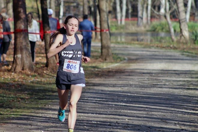 Glencoe's Katie Giles runs at the 2020 AHSAA state cross country meet at Oakville Indian Mounds Park in Moulton on Nov. 14.