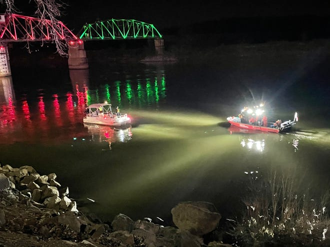 Rescue crews are reportedly searching for a vehicle that crashed into the Cumberland River Tuesday evening.  Dec. 22, 2020