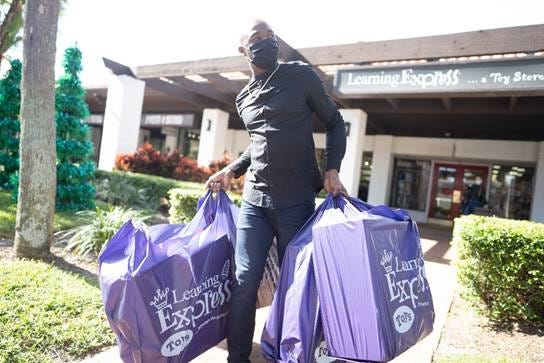 Former NFL wide receiver Santonio Holmes, who runs the Palm Beach Gardens-based nonprofit 10 ALL IN Foundation, donated $15,000 worth of Christmas gifts to kids in need. Holmes, a native of Belle Glade, did some of his holiday shopping at Learning Express in Palm Beach Gardens.