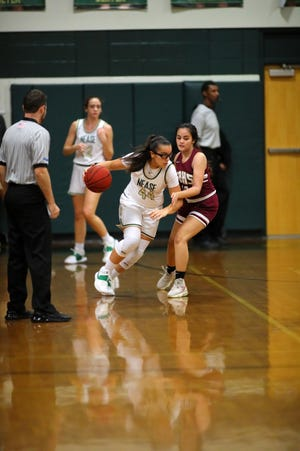 Nease star Sydney Gomes was in foul trouble for much of Thursday night's game at unbeaten Oakleaf, but the Panthers still made it close in an 82-77 loss.