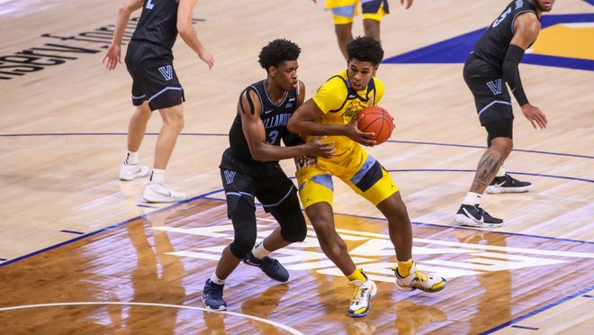 Marquette freshman Justin Lewis works his way to the basket in the first half.