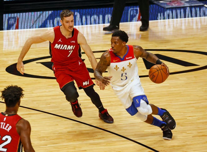 New Orleans guard Eric Bledsoe dribbles against Miami guard Goran Dragic during Friday's game.