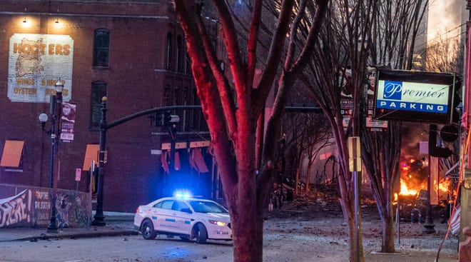 Adegan di Second Avenue North tak lama setelah ledakan di daerah tersebut pada hari Jumat, 25 Desember 2020 di Nashville, Tenn.