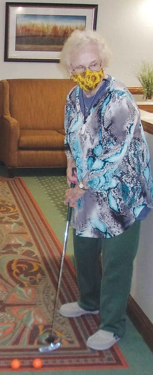 Lois Mills plays golf for exercise at Parkwood Village in Pratt.