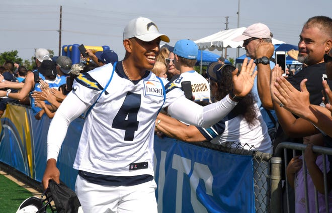 Kicker Roberto Aguayo is greeted by fans during Chargers training camp in 2018.
