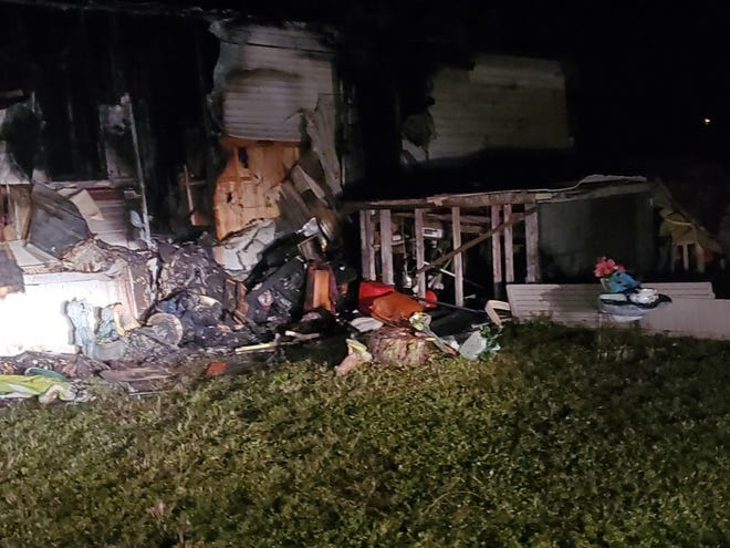 Two people were left homeless Saturday by a fire that destroyed amobile homeonPierre Circlein theSuncoast Estates neighborhood,inNorth Fort Myers.