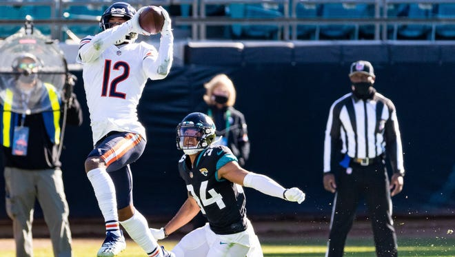 Bears wide receiver Allen Robinson II (12) makes the catch over Jaguars cornerback Greg Mabin (34) in the second quarter Sunday.