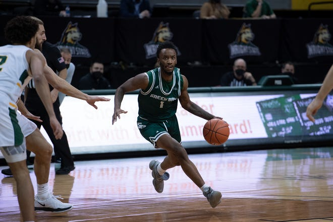 UWGB sophomore guard Amari Davis scored  a career-high 35 points in a loss at Wright State on Sunday.