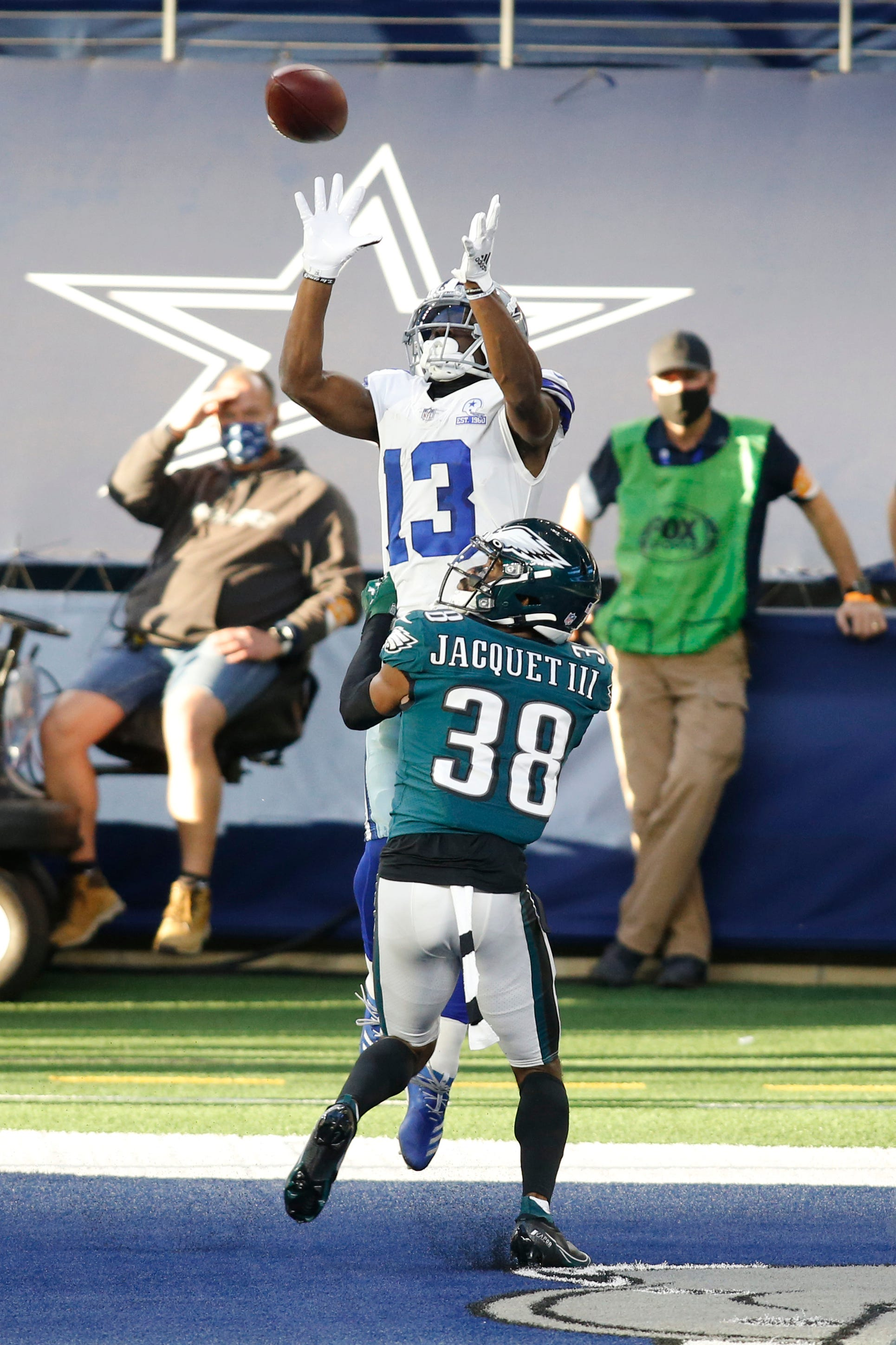 With one game left, Dallas Cowboys keep NFL playoff hopes alive by beating Philadelphia Eagles