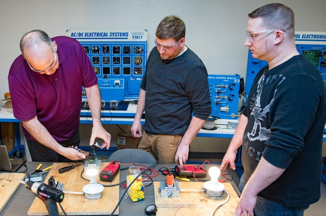 The Metalwork and Industrial Maintenance Program introduces students to the fundamental concepts and skills required by electro-mechanical technicians (industrial maintenance) and machinists (metalwork) in a variety of industries.