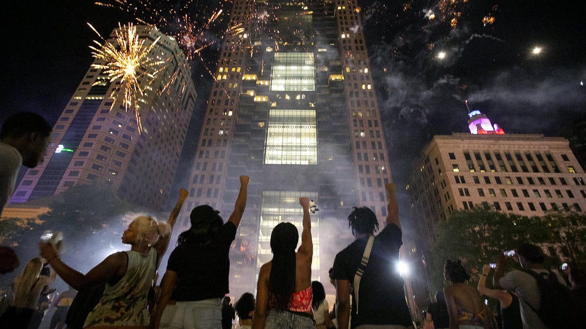 Want to set off fireworks in your backyard this July 4th in Ohio? It's still illegal but could change soon