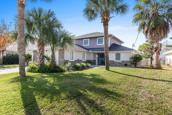 This outstanding salt-water pool home is ideally situated on a canal in Palm Coast.
