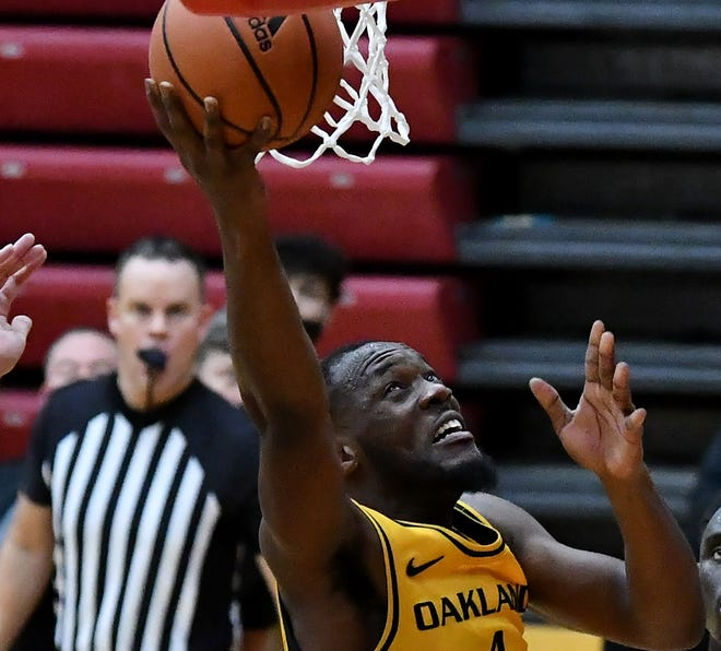 Forward Daniel Oladapo had 11 points and 10 rebounds in Oakland's victory over Youngstown State on Friday.