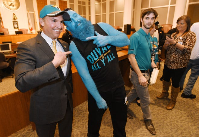 Jacksonville Mayor Lenny Curry poses with Teal Man in City Hall on Jan. 19, 2018.