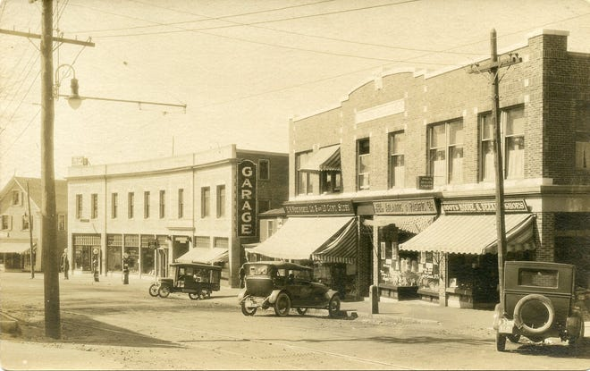 A view of Water Street in Exeter in 1920.