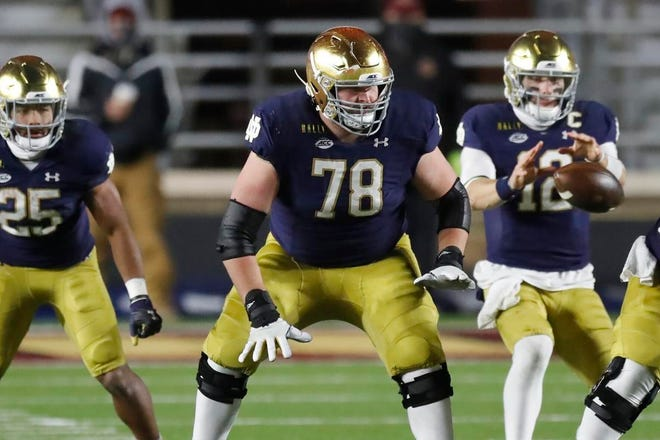 Notre Dame right guard Tommy Kraemer