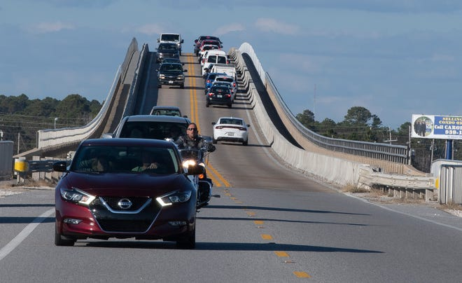 Cars heading to and leaving the beach are causing major traffic delays, leading officials to approve a new traffic signal at Gulf Boulevard and Navarre Beach Causeway.