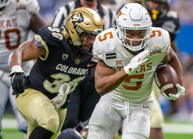 Texas running back Bijan Robinson rushed for 183 yards and scored three total touchdowns in Tuesday's 55-23 Alamo Bowl win over Colorado. He broke off 66- and 50-yard runs, outperforming Pac-12 offensive player of the year Jarek Broussard.