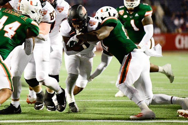 Oklahoma State running back LD Brown runs for a touchdown during the first half of the Cheez-It Bowl in Orlando Tuesday night.