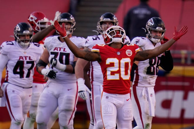 Kansas City Chiefs' Antonio Hamilton (20) after Atlanta Falcons place kicker Younghoe Koo missed a 39-yard field goal during the second half Sunday in Kansas City. The Chiefs defeated the Falcons 17-14.