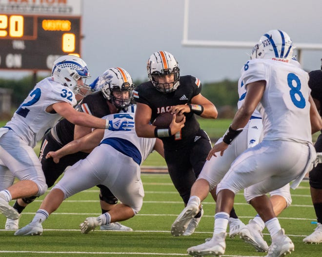 Ferris quarterback Nate Aguinaga was named to the 2020 District 5-4A (II) all-district first team by the coaches in the district. Aguinaga was joined by six teammates on the first team as well as Brendon Winsor, who was voted Special Teams Player of the Year.
