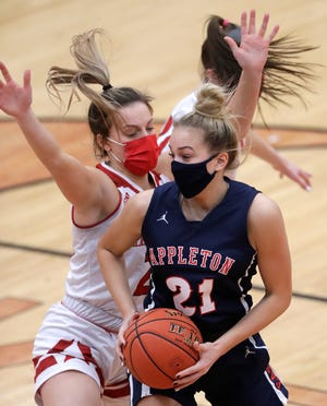 Appleton East's Emily La Chapell (21) has verbally committed to play college basketball at Marquette.
