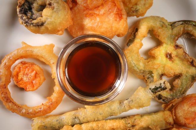 Resep tepung tempura, dengan contoh yang difoto pada Rabu, 14 Oktober 2020, menawarkan varian adonan untuk sayuran dan udang.