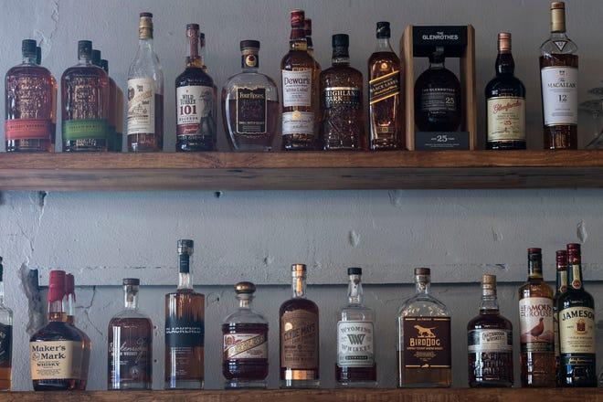 Pickled Bar, un ristorante nel centro di Fort Pierce che ha aperto il 23 dicembre e gestito dallo chef Jason Alfonso e sua moglie Hallie Thomas, è specializzato in diversi tipi di bourbon e cocktail artigianali.